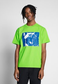 Obey Clothing - MIXED UP - Triko s potiskem - bright lime - 0