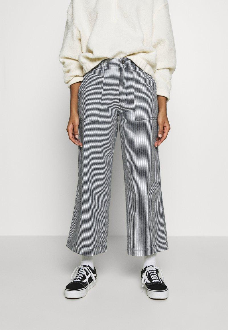 Vans - BARRECKS PANT - Trousers - light blue