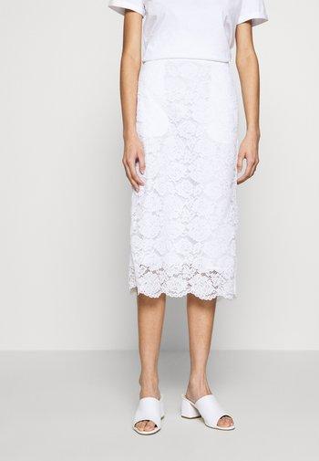 MIDI PENCIL SKIRT - Pouzdrová sukně - white
