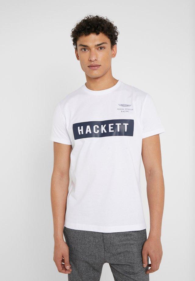 AMR HACKETT TEE - Print T-shirt - white