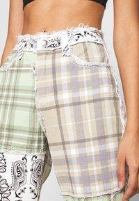 Jaded London - PATCHWORK BANDANA BOYFRIEND FIT - Jeans slim fit - multicolor - 5