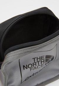 The North Face - EXPLORE BARDU - Across body bag - silver - 3