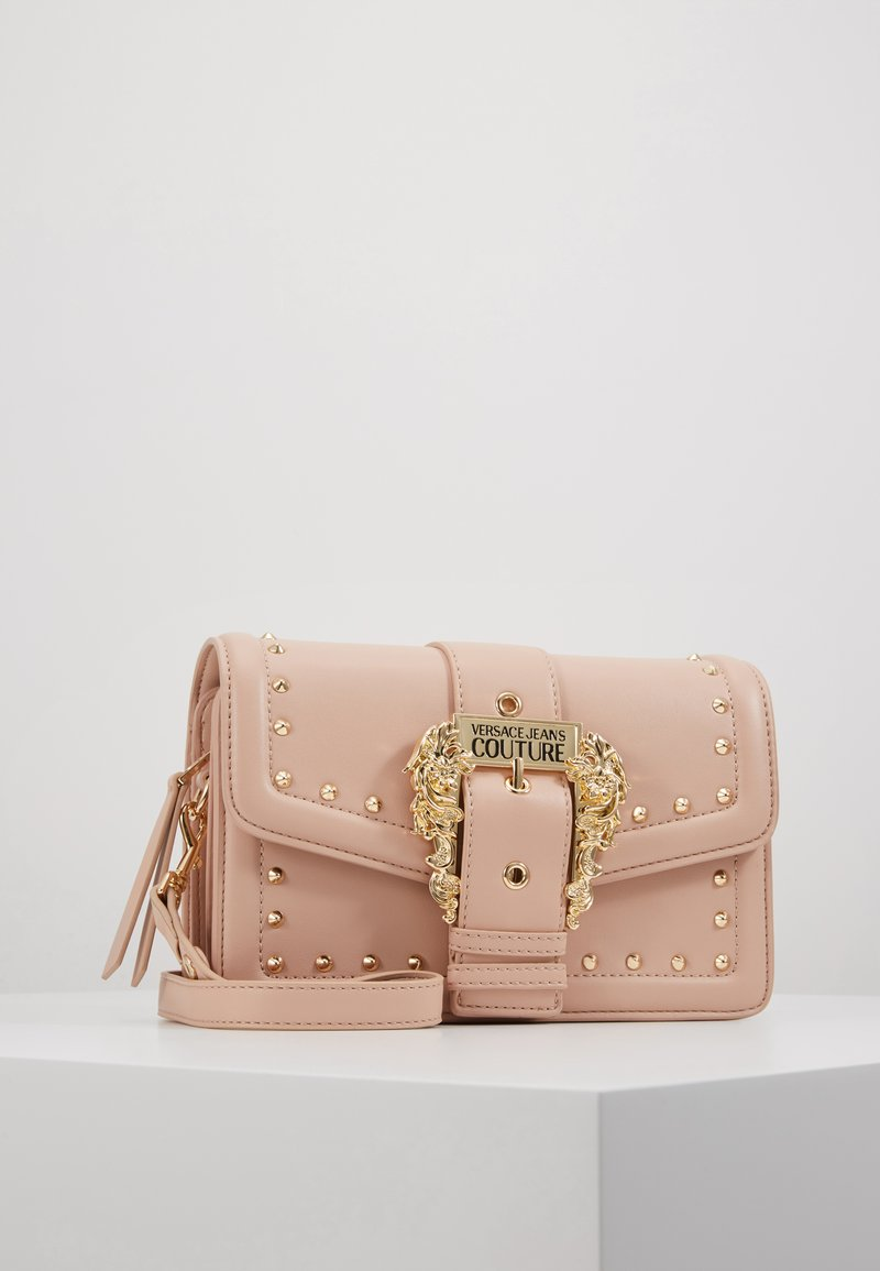 Versace Jeans Couture - BAROQUE BUCKLE STUD SHOULDER  - Across body bag - naked pink