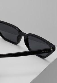 VOGUE Eyewear - GIGI HADID - Zonnebril - black - 2