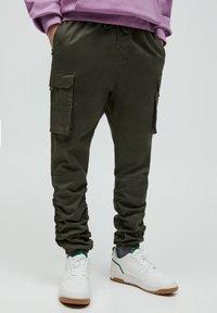 PULL&BEAR - Cargo trousers - khaki - 0