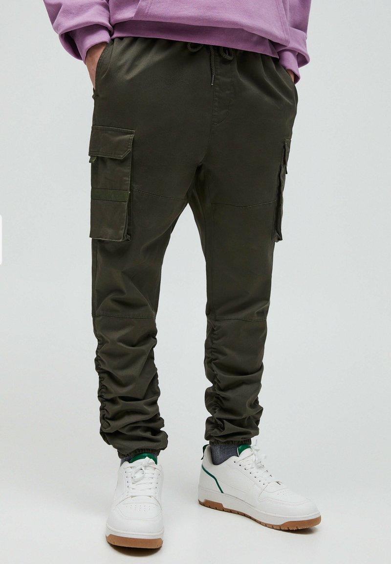 PULL&BEAR - Cargo trousers - khaki