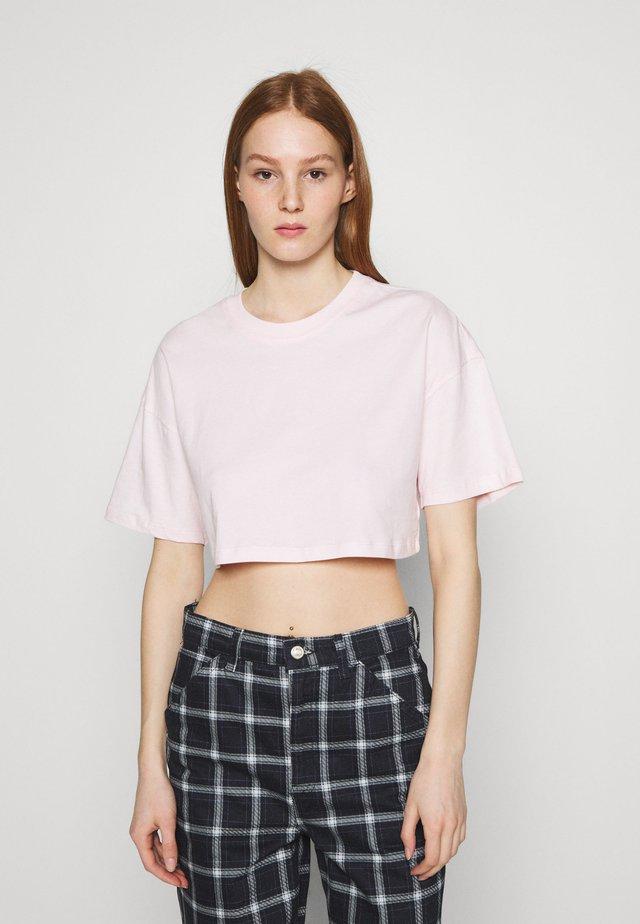 ZACHA CROPPED TEE - Jednoduché triko - barely pink