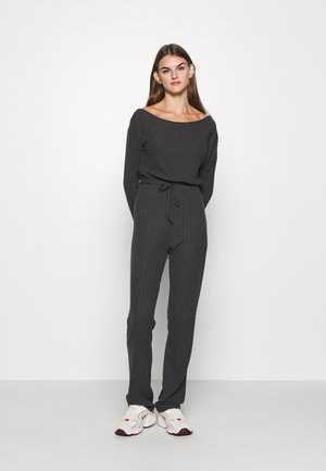 SLOUCHY SHOULDER SET - Kalhoty - off black