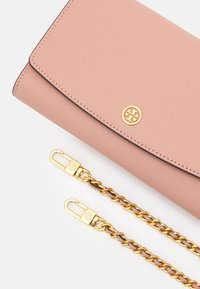 Tory Burch - ROBINSON CHAIN WALLET - Borsa a tracolla - pink moon/rolled brass - 4