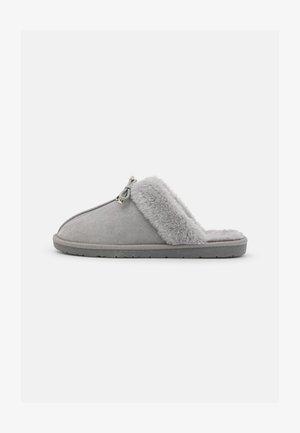 Pantofole - hellgrau