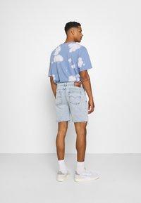 Kaotiko - BERMUDA BAGGY - Denim shorts - denim - 2