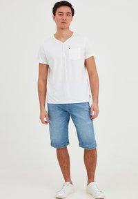 Blend - T-shirt - bas - bright white - 1