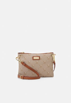 HAMPTON FLAT CROSSBODY - Across body bag - brown