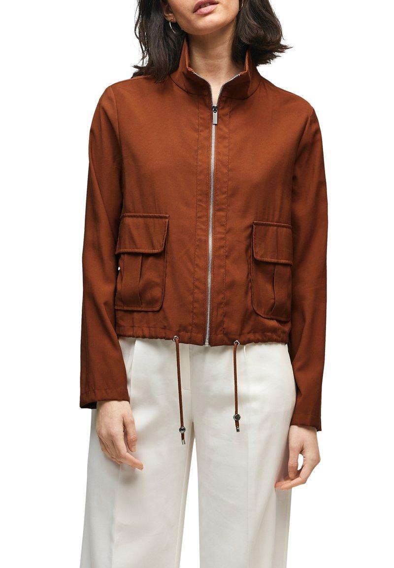s.Oliver BLACK LABEL - MIT DURCHZUGKORDEL - Summer jacket - americano brown