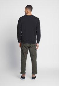 Levi's® - RELAXED GRAPHIC CREWNECK - Sweatshirt - black - 2