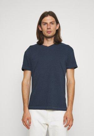ESSENTIAL VEE - Print T-shirt - navy