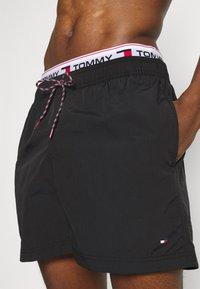 Tommy Hilfiger - LOGOLINE MEDIUM DRAWSTRING - Swimming shorts - black - 2
