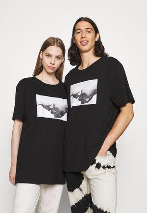 UNISEX PHOTOGRAPHIC - Print T-shirt - black