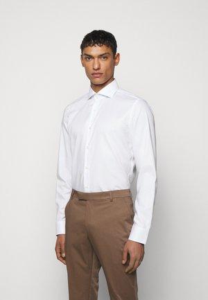 PANKOK - Kostymskjorta - white