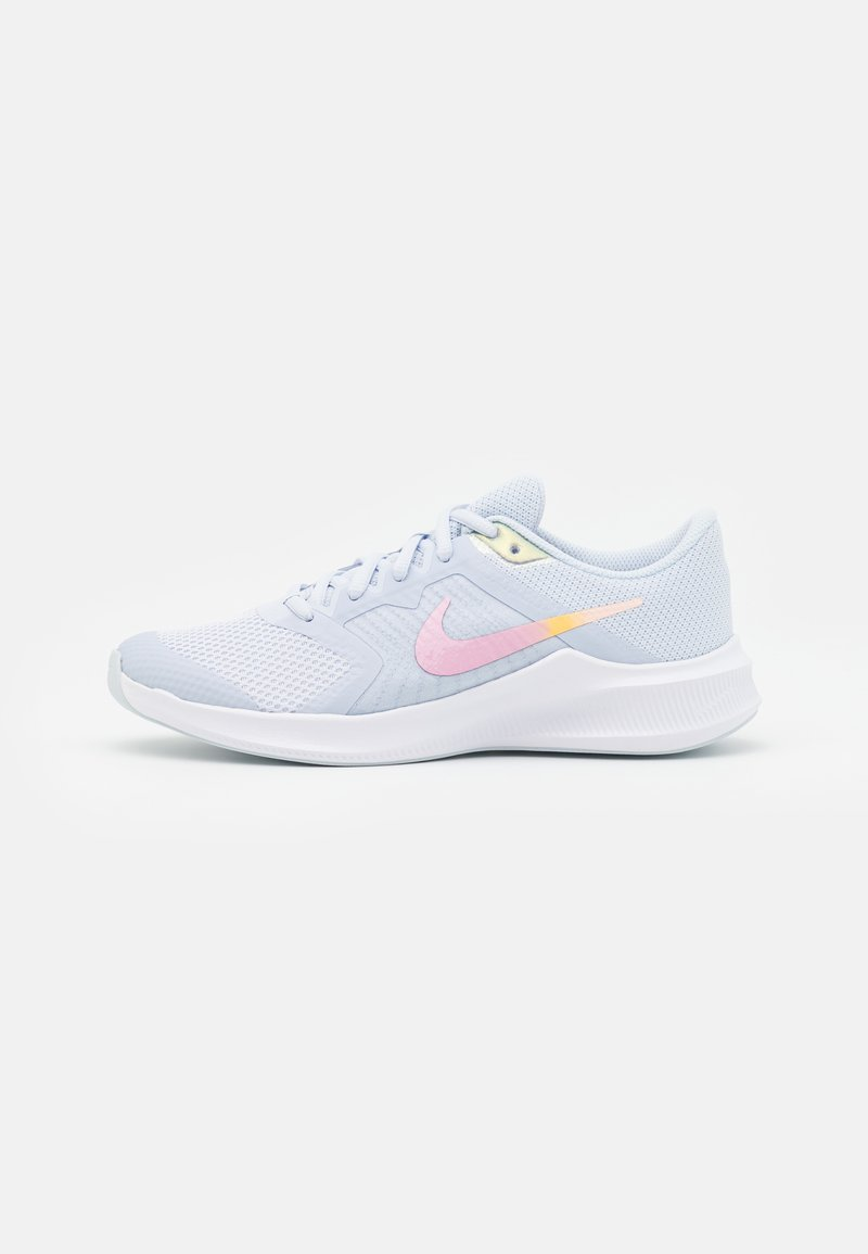Nike Performance - DOWNSHIFTER 11 SE UNISEX - Neutral running shoes - football grey/multicolor/white/crimson tint