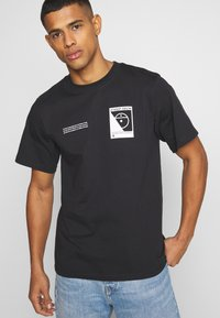 The North Face - STEEP TECH LOGO TEE UNISEX  - Print T-shirt - black - 3