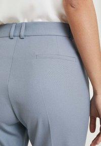 Karen by Simonsen - SYDNEY CIGARETTE PANTS - Pantaloni - blue bone - 5