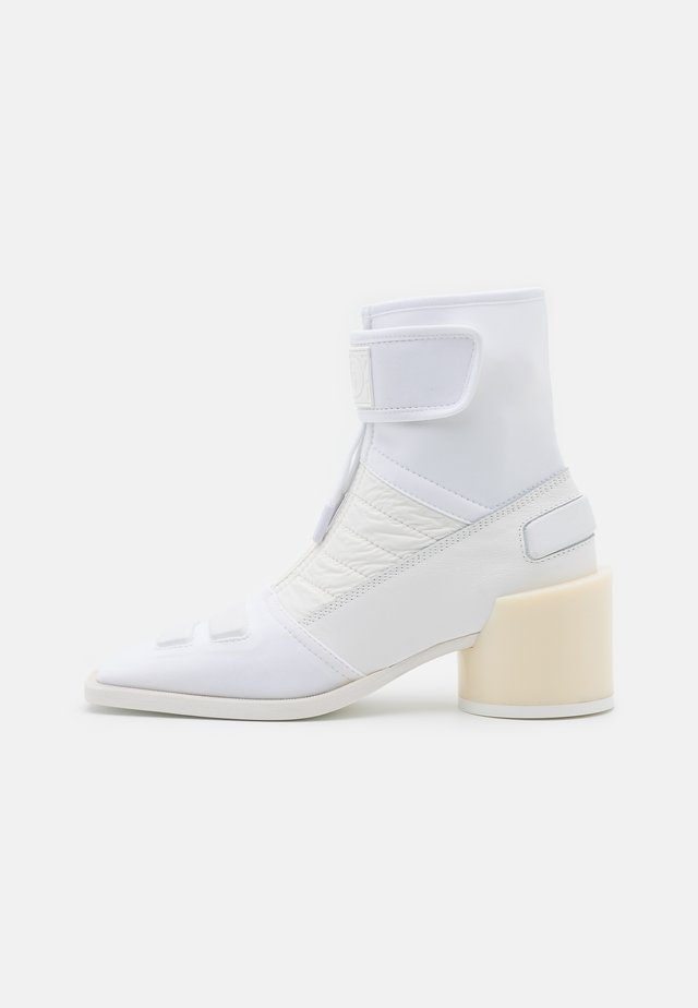 BOOT - Bottines - white