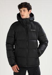 Columbia - PIKE LAKE HOODED JACKET - Winter jacket - black - 0