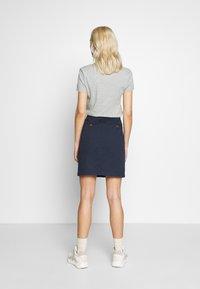 GANT - CLASSIC CHINO SKIRT - Pencil skirt - marine - 2