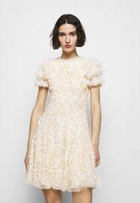 Needle & Thread - SHIRLEY RIBBON MINI DRESS - Koktejlové šaty/ šaty na párty - champagne - 0