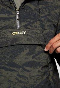 Oakley - CRUISER JACKET - Snowboard jacket - green - 4
