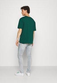 Karl Kani - UNISEX SIGNATURE TEE - T-shirt con stampa - green - 2