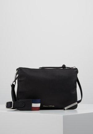 CROSSBODY BAG - Taška spříčným popruhem - black