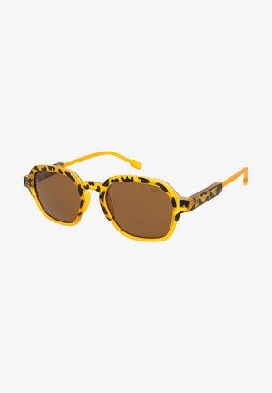 GLENN - Sluneční brýle - matt yellow