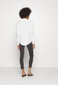 Opus - ELMA - Jeans Skinny Fit - oliv tree - 2