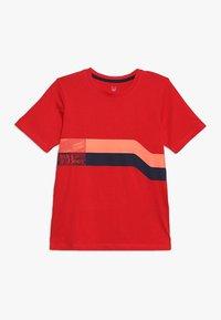 Jack & Jones Junior - JCOSTAIRS TEE CREW NECK JUNIOR - T-shirts print - chinese red - 0