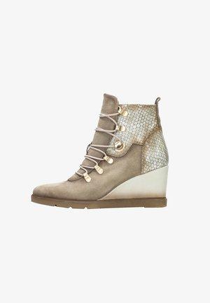 MAKALU - Wedge Ankle Boots - vison