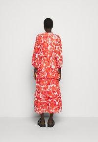 Hofmann Copenhagen - BERENICE PRINT - Denní šaty - coral - 2