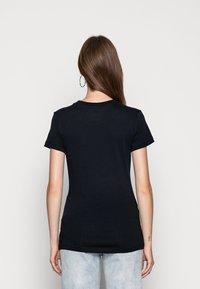 Nike Sportswear - W NSW TEE JDI SLIM - T-shirts med print - black/white - 2