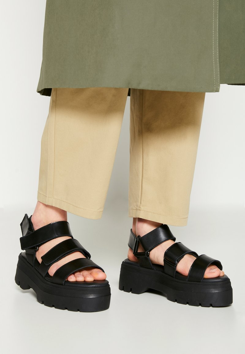 Pavement - FONSO - Platform sandals - black