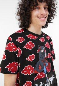 Bershka - MIT NARUTO - Print T-shirt - black - 3