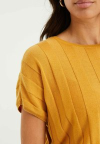 WE Fashion - MET VLEERMUISMOUWEN - Print T-shirt - ochre yellow - 4