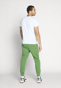 Nike Sportswear - CLUB - Tracksuit bottoms - treeline - 2