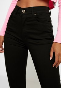 Pieces - PCNORA STAY - Slim fit jeans - black - 5