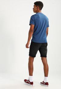 Redefined Rebel - OSLO DESTROY  - Denim shorts - sbit black - 2