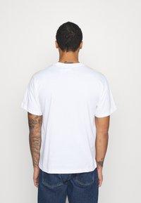 adidas Originals - STRIPE CIRCLE - T-shirt imprimé - white - 2