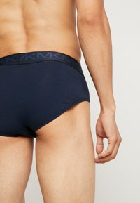 Michael Kors - STRETCH FACTOR FASHION LO RISE BRIEF 3 PACK - Underbukse - midnight - 2
