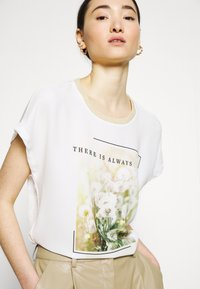 ONLY - ONLRHINA LIFE FLOWER - Print T-shirt - bright white - 4