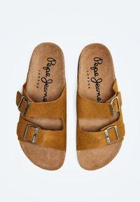 Pepe Jeans - BIO BUCKLES NUBUCK - Muiltjes - cognac - 1