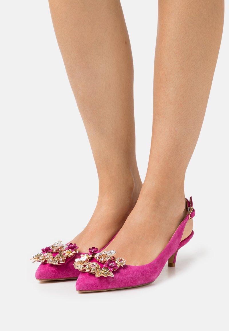 Alma en Pena - Classic heels - fuxia